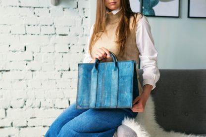 Большая кожаная женская сумка синяя KARL купить