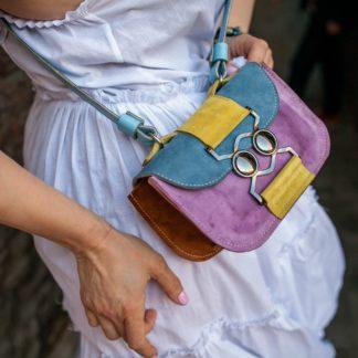Яркая кожаная ссобойка дизайнерская сумка из кожи купить